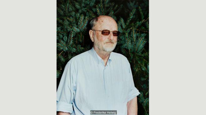 """Никлас, родившийся в 1939 году, написал книгу """"Тень рейха"""", воспоминания о своем отце Гансе Франке, в 1940—1945 годах - генерал-губернаторе оккупированной нацистами Польши"""