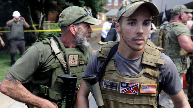 Quiénes son y qué buscan los 165 grupos paramilitares que operan en Estados Unidos