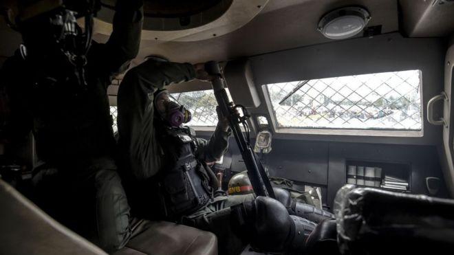 GNB dentro de una tanqueta