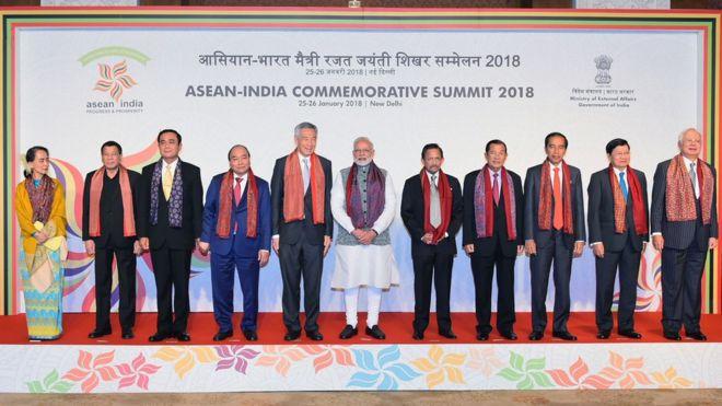 Thủ tướng Ấn Độ Narendra Modi cùng 10 lãnh đạo quốc gia Đông Nam Á tại Hội nghị Cấp cao kỷ niệm ASEAN - Ấn Độ