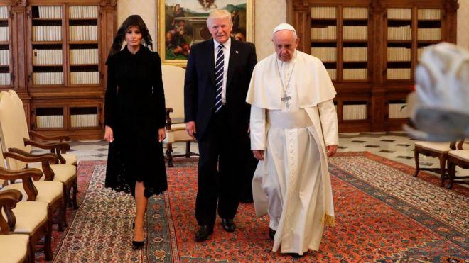 Melania Trump alifuata kanuni akikutana na Papa akiwa na Donald