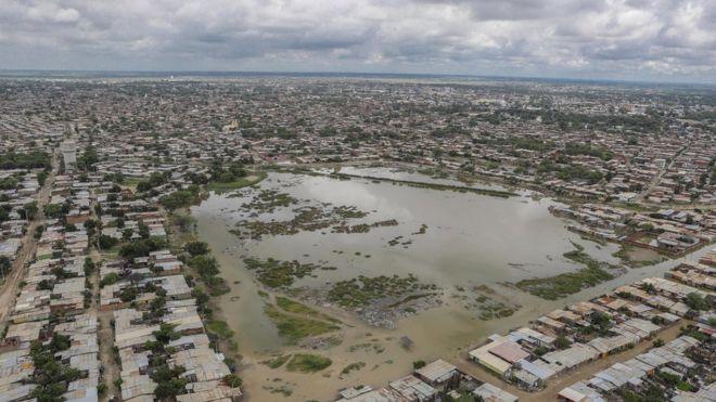 Vista aérea de Sullana, ciudad de la región Piura, inundada a causa de las lluvias.