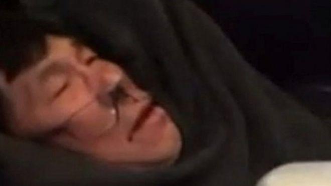 پرداخت غرامت به پزشکی که از هواپیمای یونایتد بیرون کشیده شد