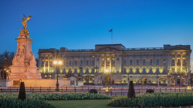 Image result for Man arrested trying to climb wall at UK's Buckingham Palace,
