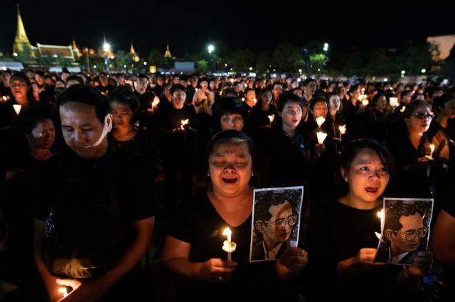 سوگواری برای شاه تایلند