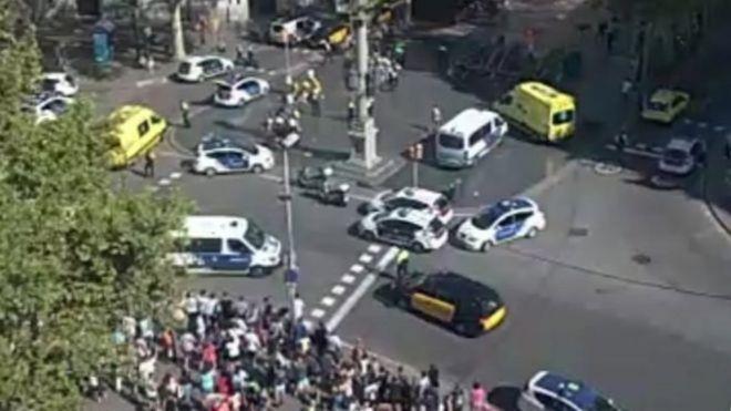 緊急救援當局敦促公眾遠離加泰羅尼亞廣場。