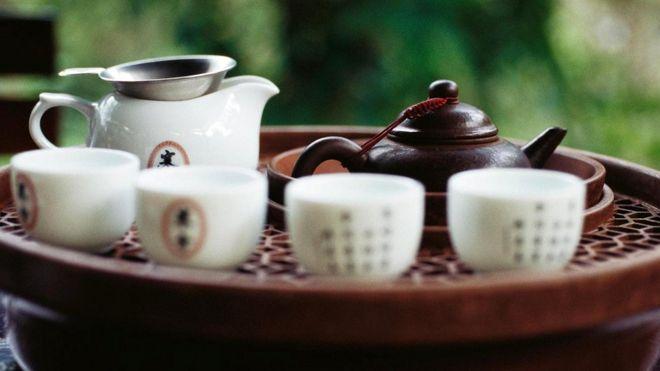Ритуал чаепития был скопирован у китайцев, и даже заварочные чайники завозили в Англию из Китая