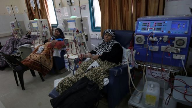 Palestinian women undergo kidney dialysis at the Al-Shifa hospital in Gaza, April 2017