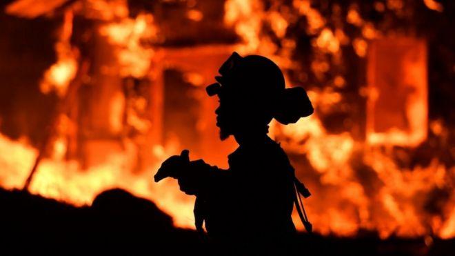 مرگ حداقل ده نفر در آتشسوزیهای طبیعی کالیفرنیا