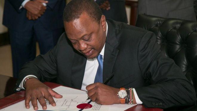 Kenyatta akitia saini mswada