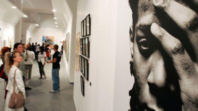Foto de Basquiat en una exhibición en Milán en 2006.