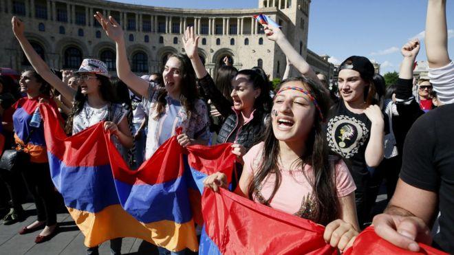 ВВС: Конец «политики вечности» или почему власти Армении не применили силу