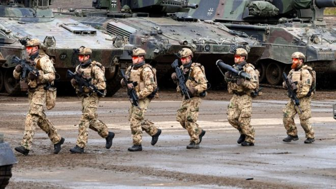 soldados alemães em exercício militar