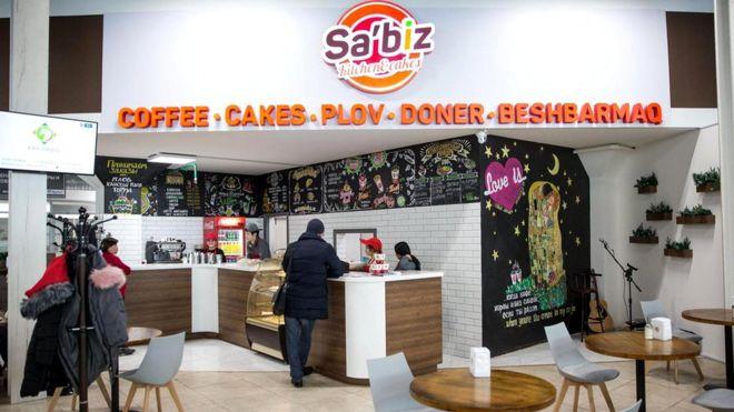 Чтобы изменить написание названия ресторана с Sa'biz на Sábiz, потребуется потратить около 3 тысяч долларов