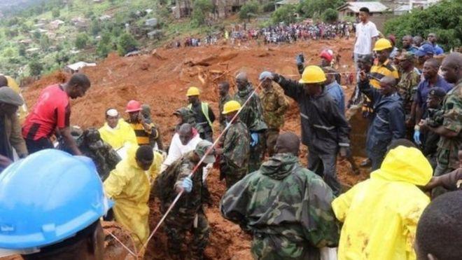 Shughuli ya uokoaji inaendelea katika mlima baada ya maporomoko kusoma nyumba nchini Sierra Leone