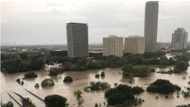 Đường hóa thành sông ở Houston