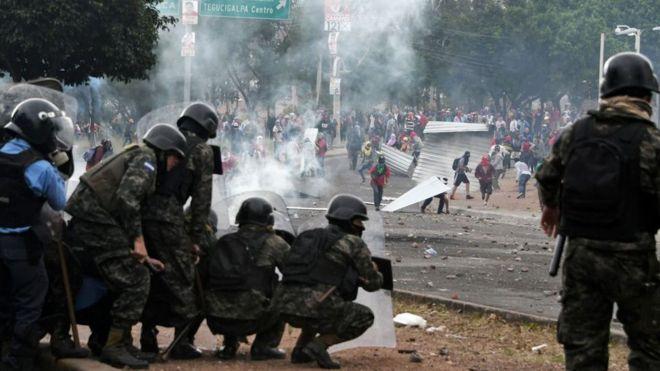 Ejército contra manifestantes