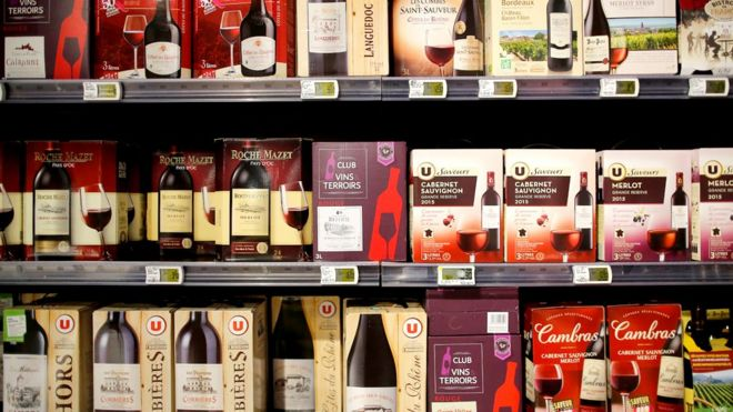 Rows of box wines with bag-in-box packaging in a supermarket & Drinking outside the box: Is bag-in-box wine back? - BBC News Aboutintivar.Com