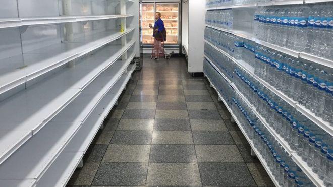 Muchos supermercados de Venezuela que estaban bien provistos ahora están semivacíos