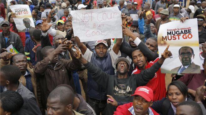 11月18日哈拉雷民众游行示威,敦促穆加贝下台