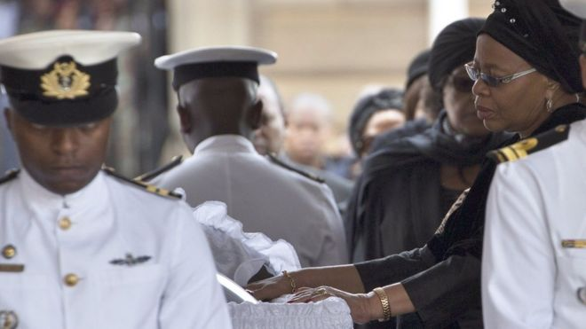 Graca Machel bids farewell to Nelson Mandela as he lies in state 11/12/2013