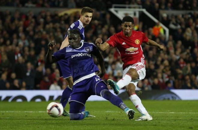 Mashabiki hao walikuwa wanatazama mechi kati ya Manchester United na Anderlecht