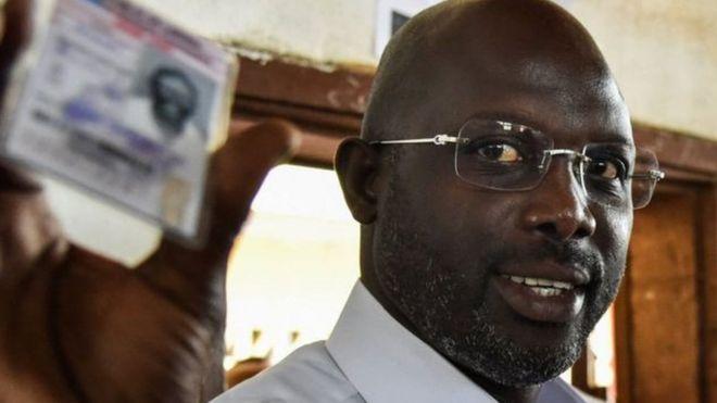 Mwanasoka maarufu George Weah anaongoza