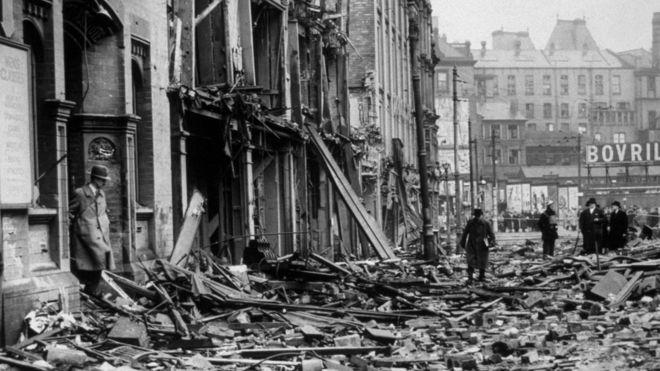 Cidade de Birmingham após bombardeio, em 1940