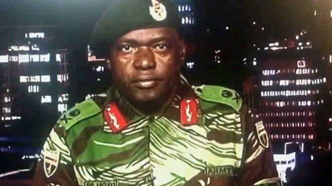 Portavoz del ejército de Zimbabue en la TV estatal.