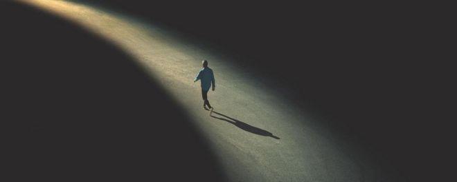 پنج باور غلط در مورد تنهایی - کلودیا هاموند