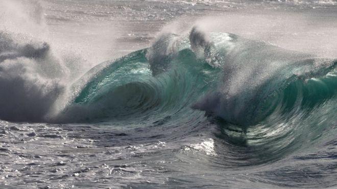 Sóng sát thủ nuốt chửng tàu thuyền trên đại dương