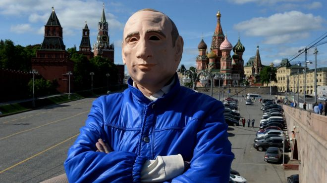 Roman Roslovtsev in his Putin mask