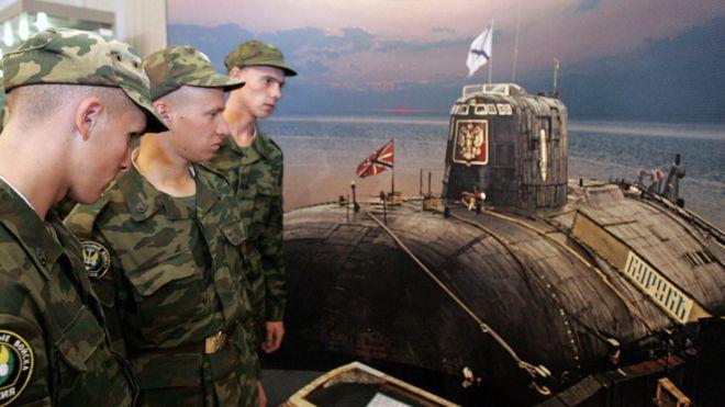 Ara San Juan, el ahora olvidado submarino Argentino desaparecido con 44 tripulantes a bordo - Página 2 _98880382_kursk2