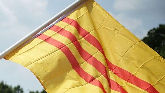 Gia đình Nguyễn Hữu Tấn bác cáo buộc trong nhà ông có lá cờ Việt Nam Cộng Hòa