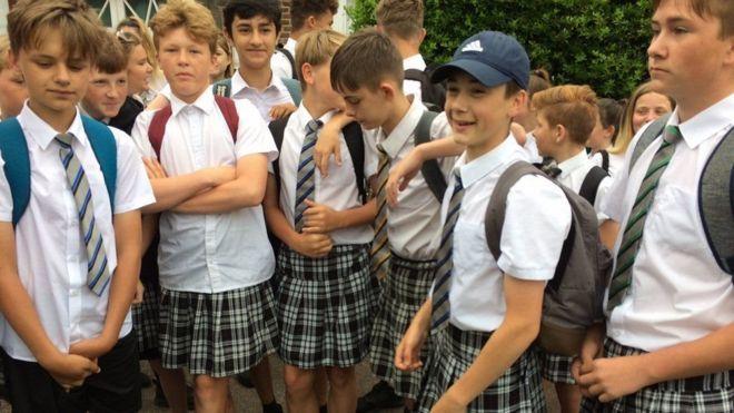 Картинки по запросу В Британии ученикам разрешили носить шорты, когда те надели юбки