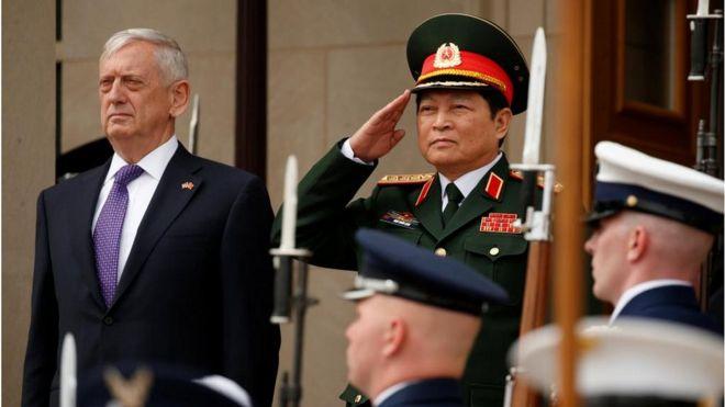 https://ichef-1.bbci.co.uk/news/660/cpsprodpb/76DC/production/_97282403_usa-vietnam-defense.jpg