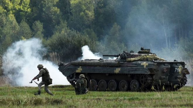 Ukrainian soldiers take part in the 'Rapid Trident-2017' international military exercises not far from the western Ukrainian city of Lviv on September 15, 2017