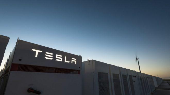 Musk's Model 3 Output Falters as Sales of Pricier Teslas Climb