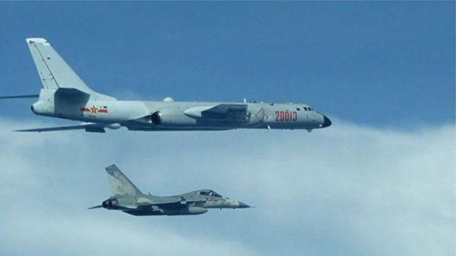 Bộ Quốc Phòng Đài Loan đưa ra một bức ảnh chụp máy bay ném bom của Quân Giải phóng Trung Quốc.