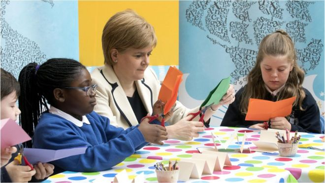 Nicola Sturgeon and school pupils