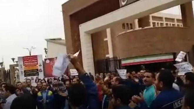 اعتراض کارگران فولاد اهواز؛ یکی از کارگران 'توسط خودرو زیر گرفته شد'