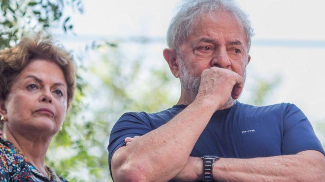 Lula da Silva et Dilma Roussef, samedi, au siège du syndicat des métallurgistes.