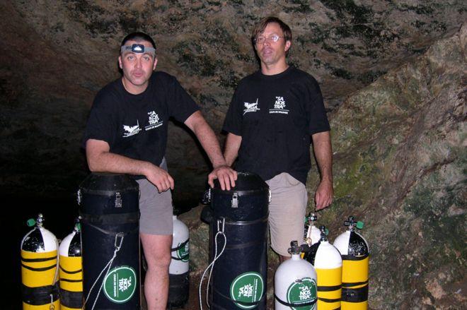 Xisco Gràcia (à direita) com o amigo Bernat Clamor, que o resgatou