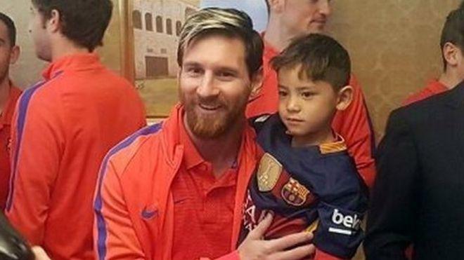 Lionel Messi y Murtaza Ahmadi