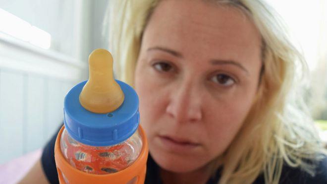 13 de los trucos más extraños que usan los padres para poner a sus hijos a dormir
