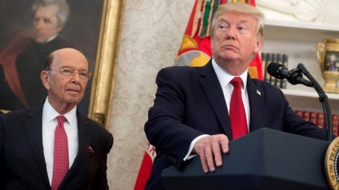 Wilbur Ross y Donald Trump.