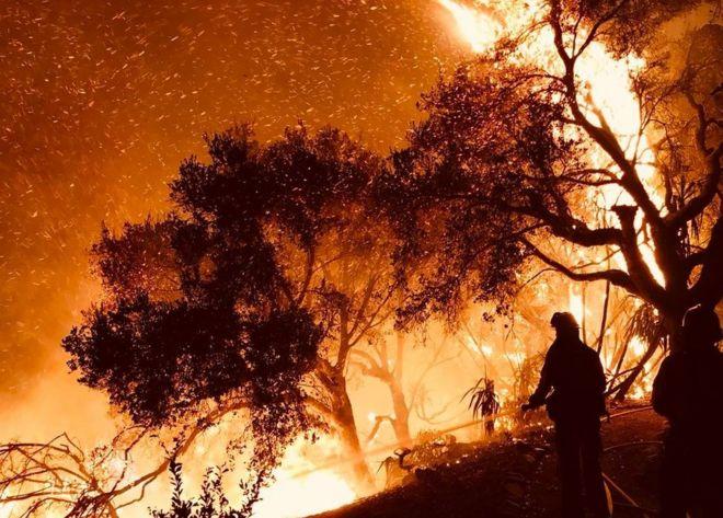آتش سوزی طبیعی جنوب کالیفرنیا به سانتا باربارا نزدیک شد