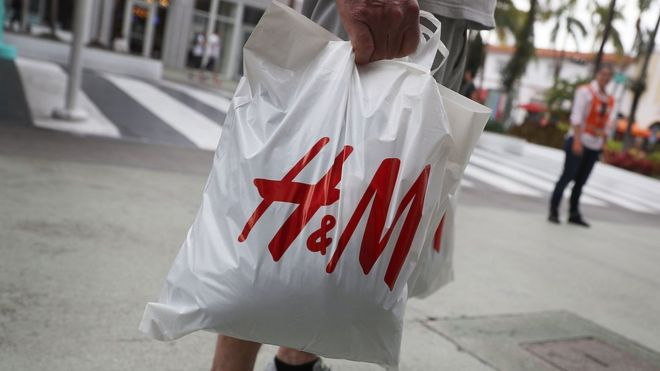 Семья мальчика из рекламы H&M переехала из-за угроз