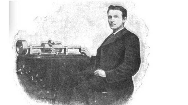 Ảnh Edison với máy ghi âm đầu của ông năm 1878