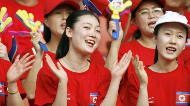 中国・武漢の大会に派遣された北朝鮮のチアリーダー軍団